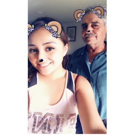 El Abuelo Con Cabello Blanco